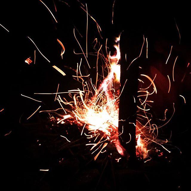 #fire #bonfire #bbq #bbqparty #outinnature #outinthefield #camping #campers #camptime #firestar #lightofnature #sparkle #arteverywhere #taiwan #randombeauty