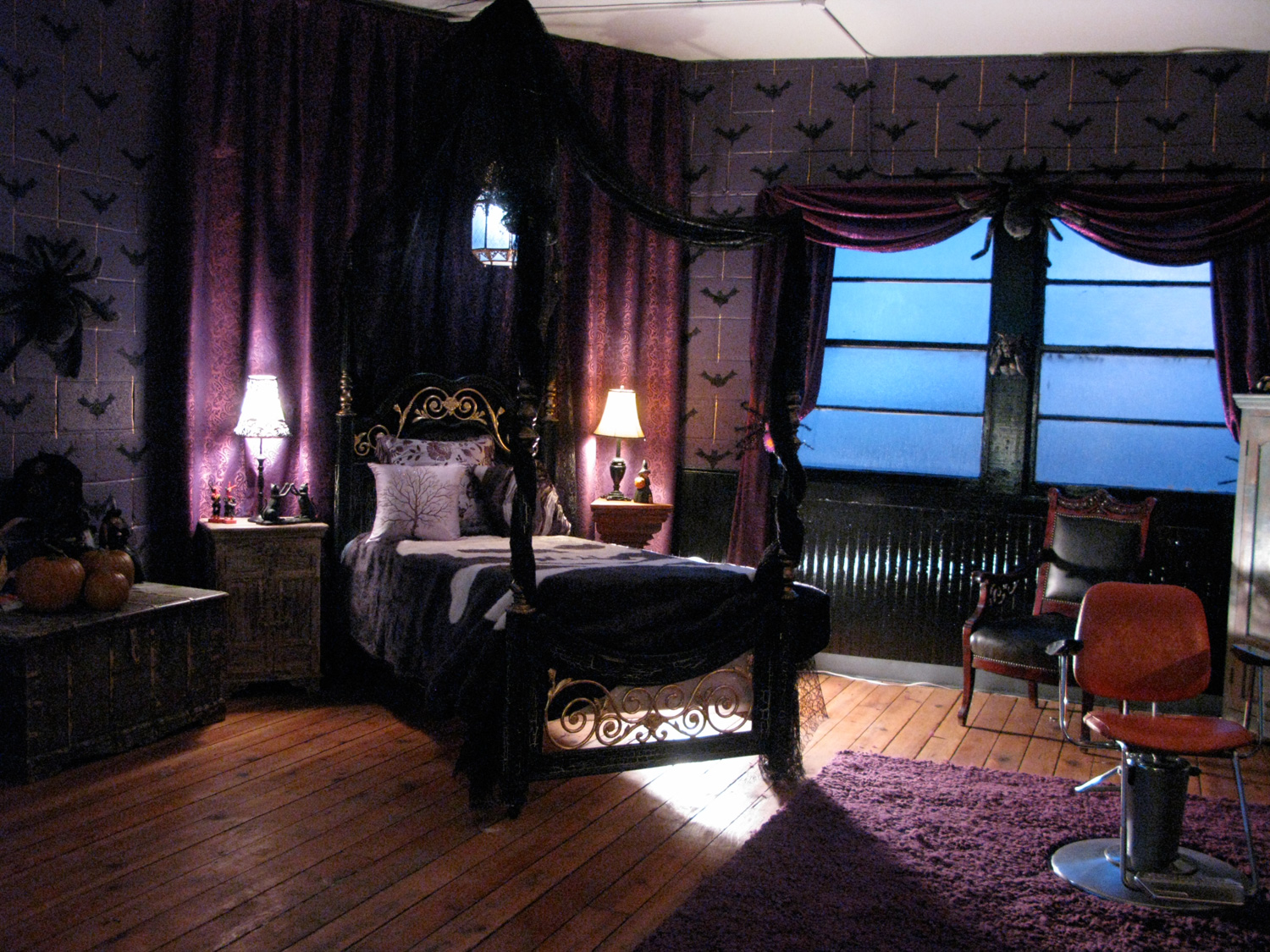 Goth Bumble Bee scout's (Kelly Gould) bedroom
