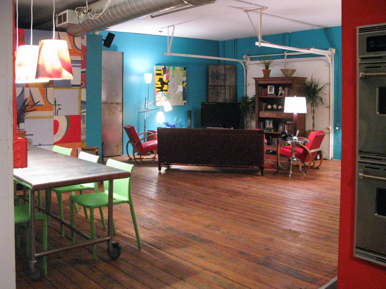 A reverse of the loft apartment.
