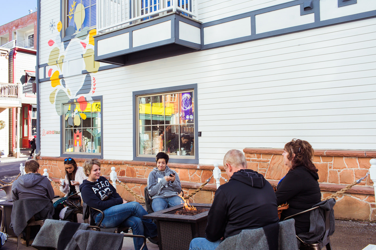 591 Main is lucky to have a little frontage along an alley in Park City. And Sundance 2015's unseasonably warm weather extended the footprint of the Airbnb Haus outside where guests enjoyed fire pits and cozy wool blankets.