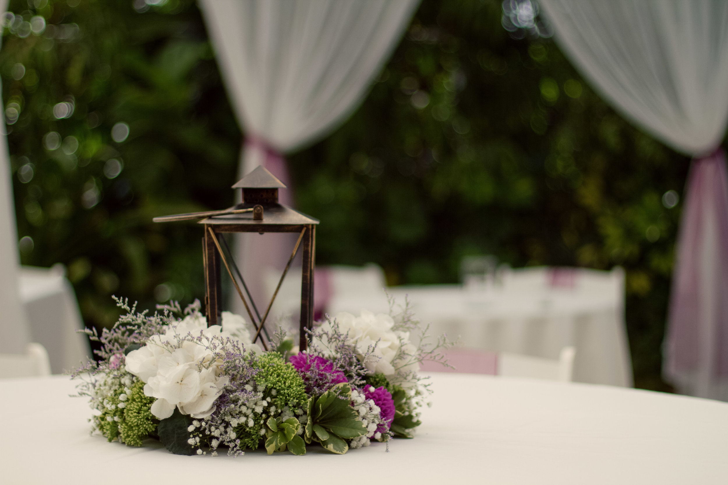 Wedding centrepiece by Floral Design by Lili, Vancouver wedding florist