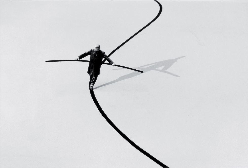 Gilbert Garcin,  Funambuliste , 2002