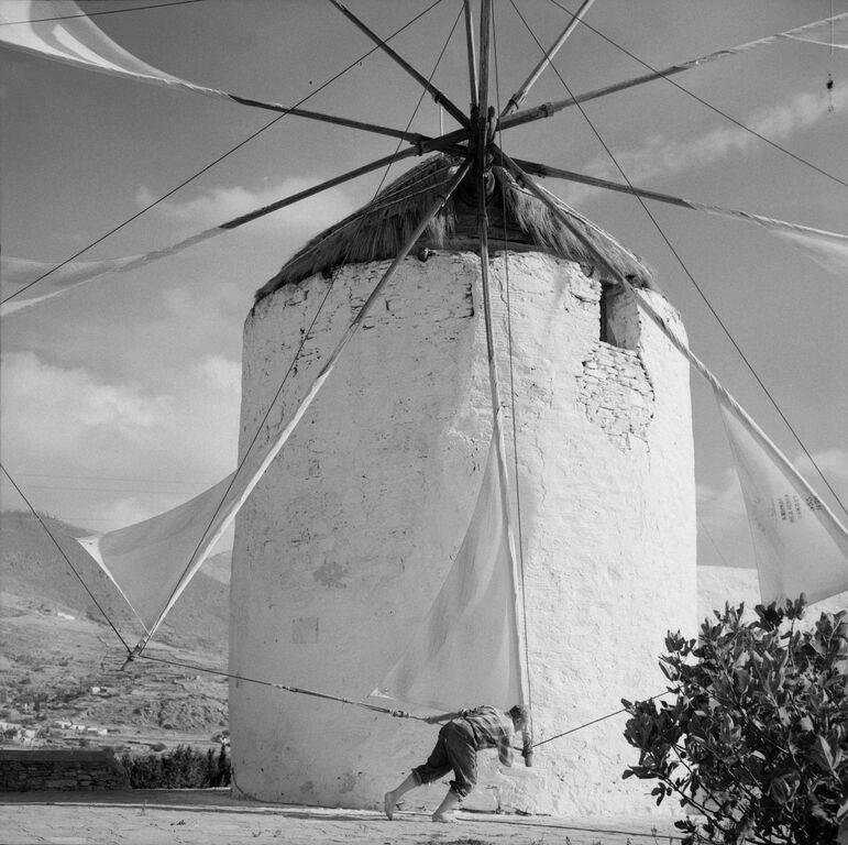 Fotografia de Zacharias Stellas (Ilha de Paros, 1965-1975). Acervo do Museu Benaki, Atenas.
