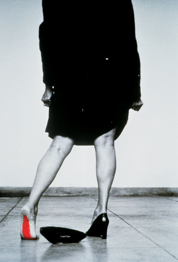 Helena Almeida,  Seduzir , 2002