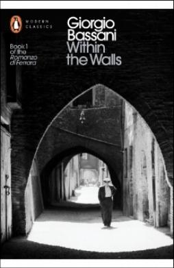 """Within the Walls  de Giorgio Bassani é um dos volumes da edição   completa   do  Romanzo di Ferrara ,   presentemente   a ser   editado   pela Penguin,   nas     brilhantes   traduções de Jamie McKendrick. Bassani podia   levar     anos   até dar um conto   relativamente   breve   por     terminado  , num   desses     processos   de   escrita     que   são   afinal   o   que     a   expressão """"o   poema   contínuo""""   pretende     definir  , a noção de   uma     obra     nunca     acabada  ,   que   continua a   trabalhar   no   autor     muito     depois   do   ponto   de publicação. O título é   uma   alusão ao facto de   todas   as histórias   se     passarem     dentro   dos   muros   de Ferrara. Escritas no pós-  guerra  ,   quase     todas   as histórias são   marcadas   pela memória   violenta     desse   período. A   vida   de   uma     cidade   de província   que   é   uma   epítome da história da Europa, da história do   mundo  . Num dos   contos   lê-  se  : """"The truth is that the places where you have wept, where you've suffered, where you've had to find the many inner resources to keep hoping and resisting, are the ones you grow fondest of."""" Assim Ferrara para Bassani."""