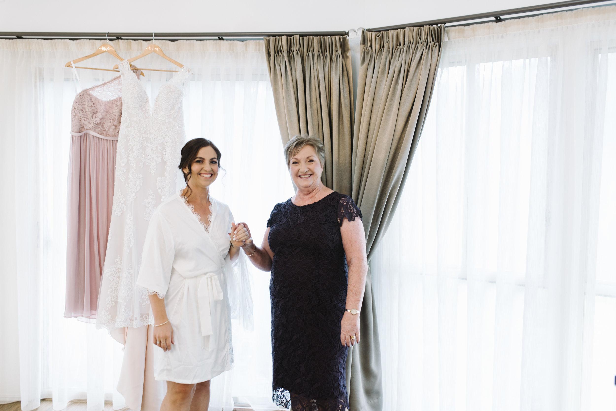 LAURENOLIVIA-austinvilla-estate-wedding-9.jpg