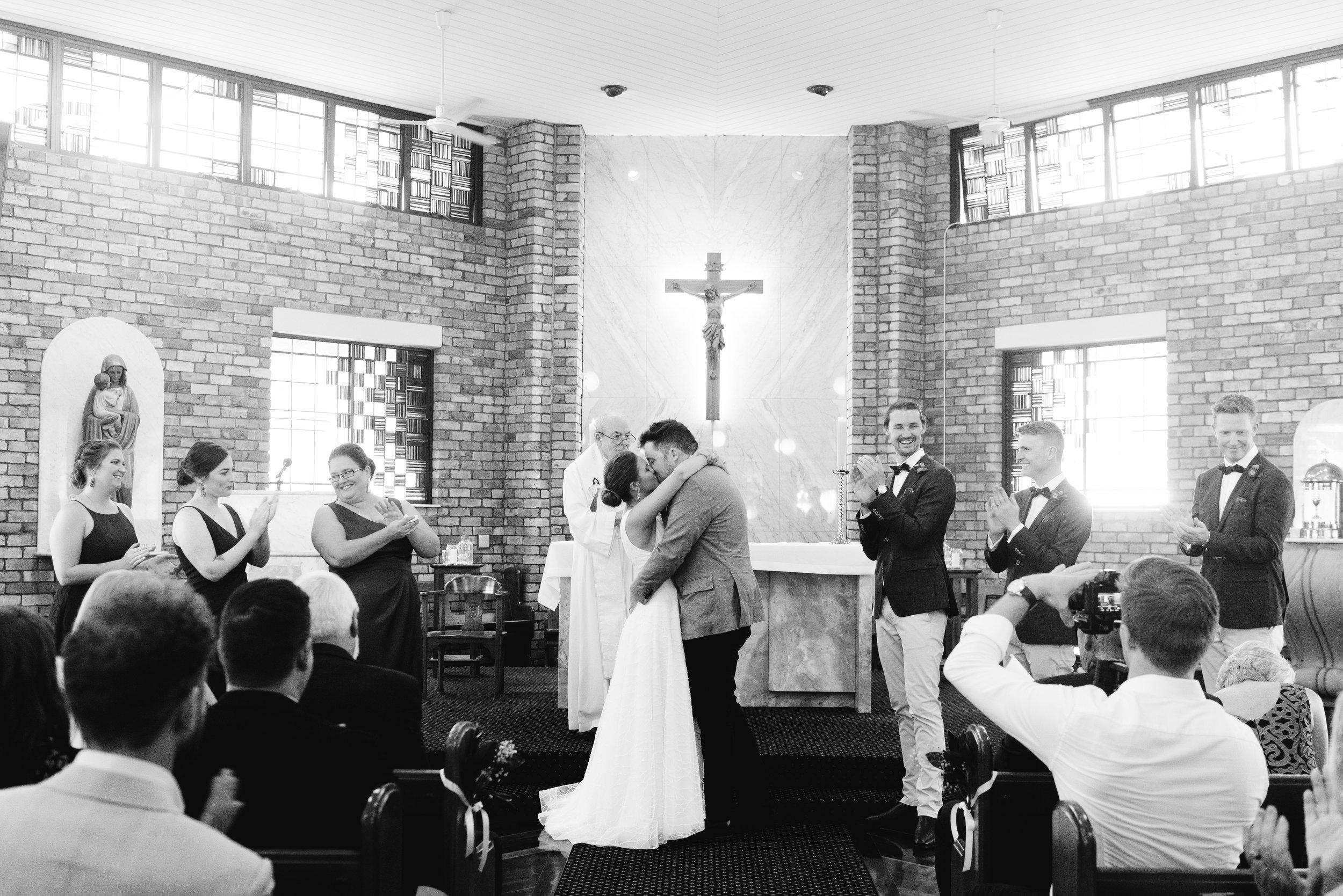 brisbane-city-wedding-photography-kiss-1.jpg