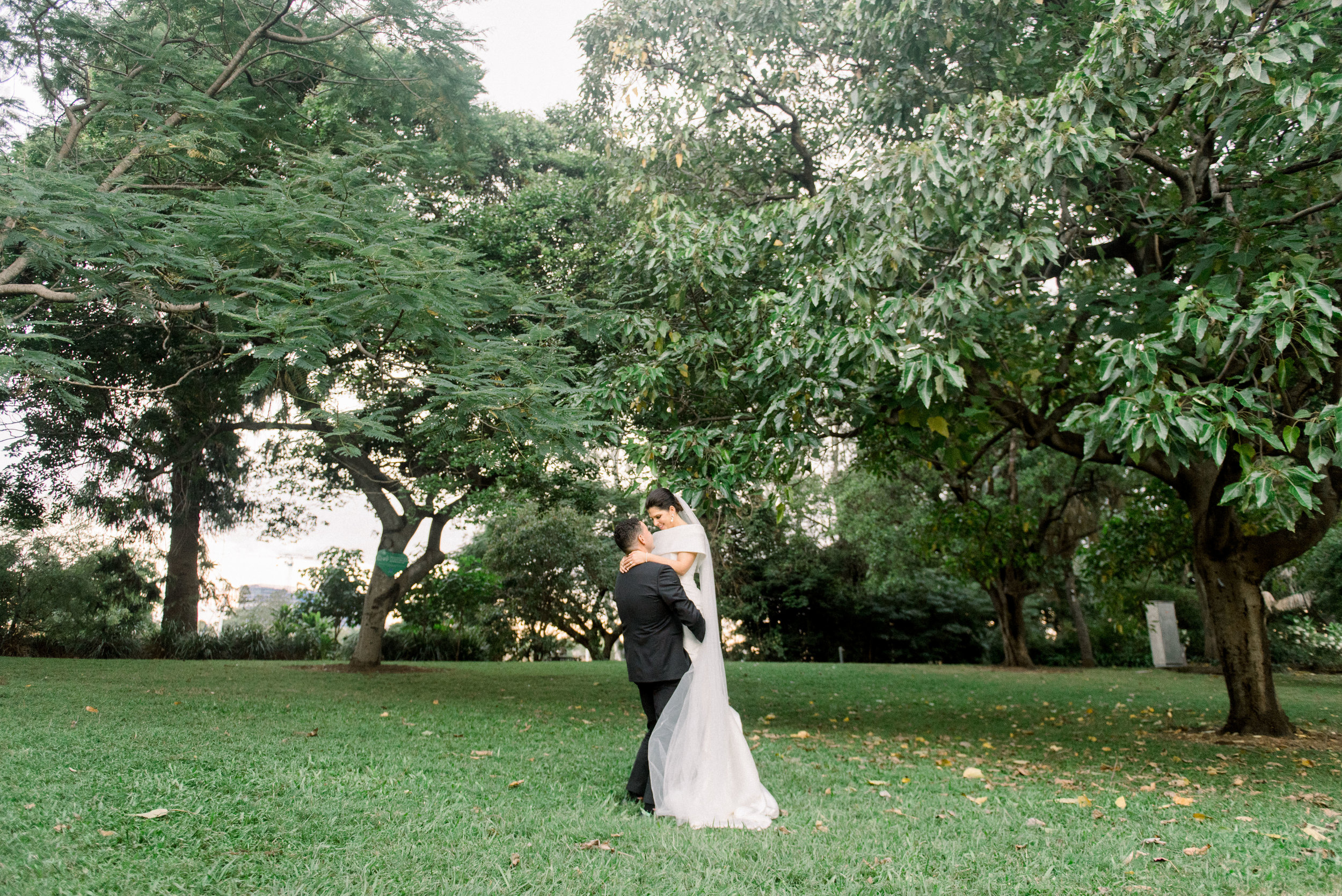 black-bird-brisbane-wedding-photography-film-photography-beautiful-reception-dance-candid-tweed-coast-wedding-122.jpg