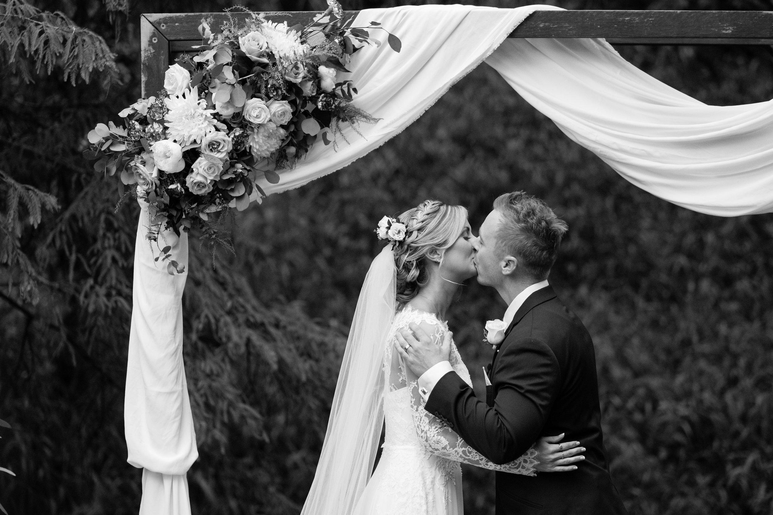 brisbane-gold-coast-sunshine-coast-romantic-wedding-photographer-55.jpg