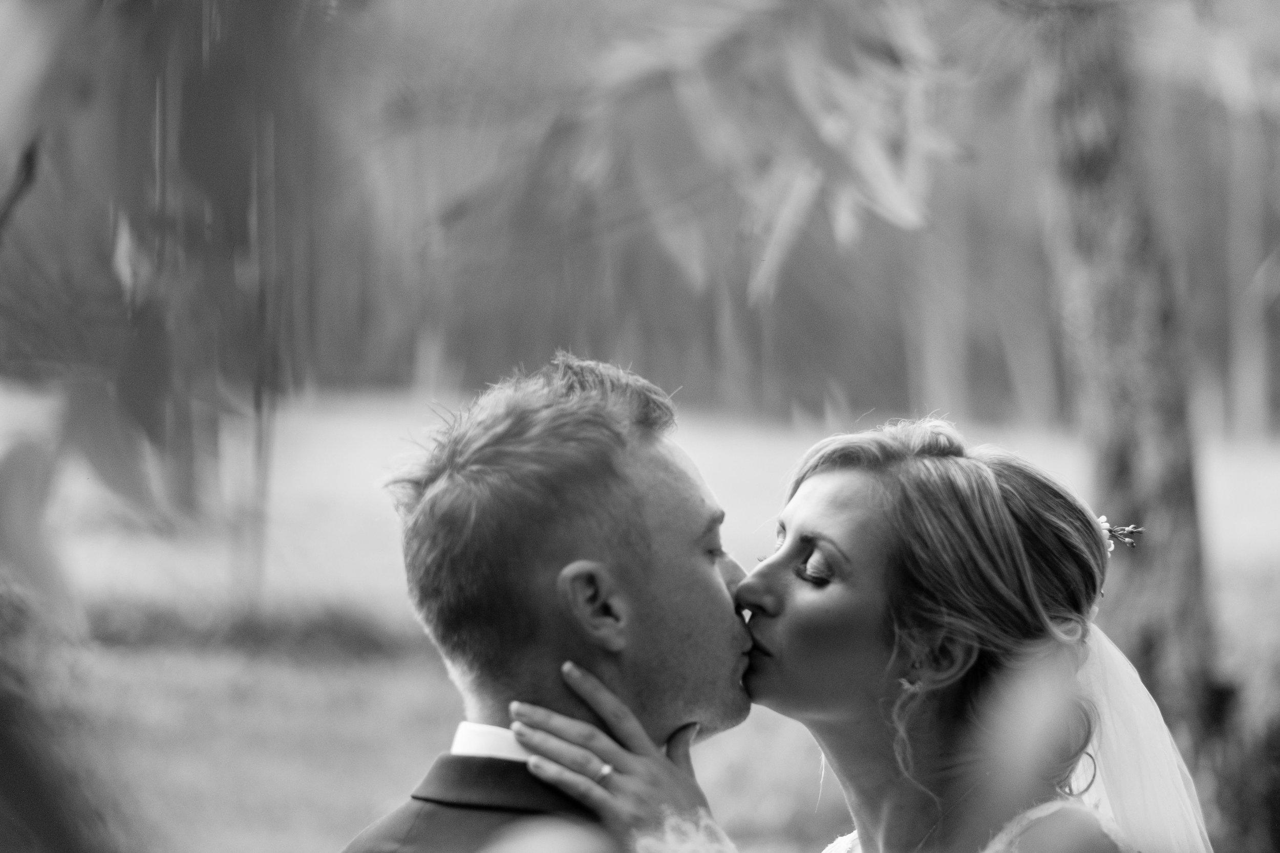 brisbane-gold-coast-sunshine-coast-romantic-wedding-photographer-72.jpg