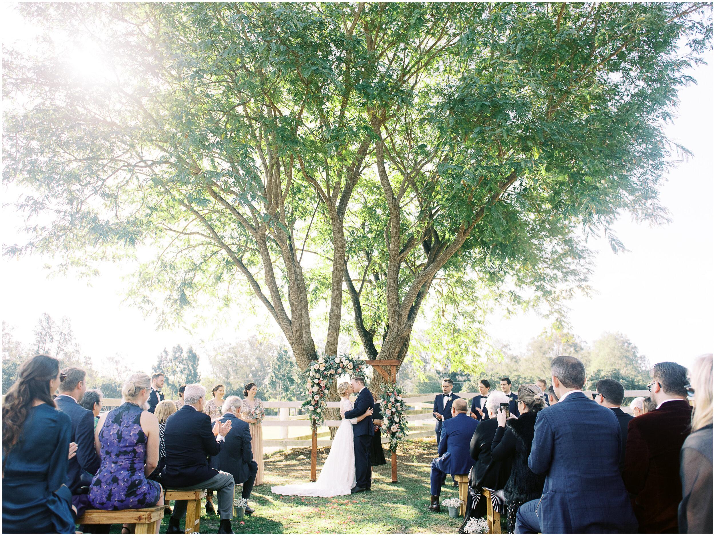 brisbane-film-wedding-photographer-lauren-olivia-luxury-wedding-australia-01-08.jpg