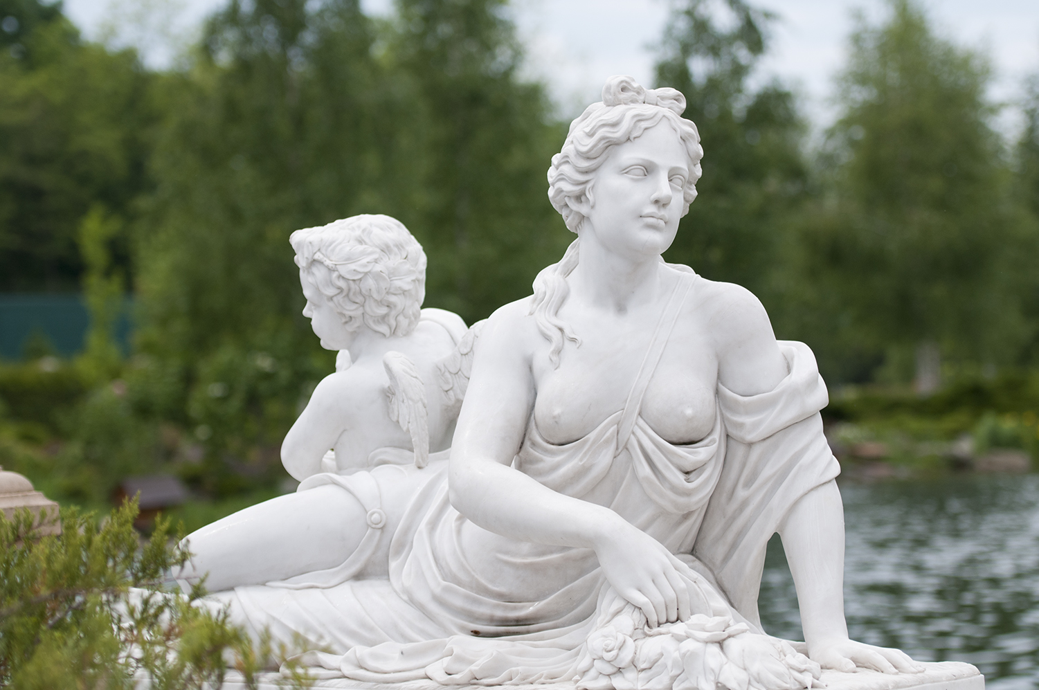 Statues inside theIanoukovitch Mansion