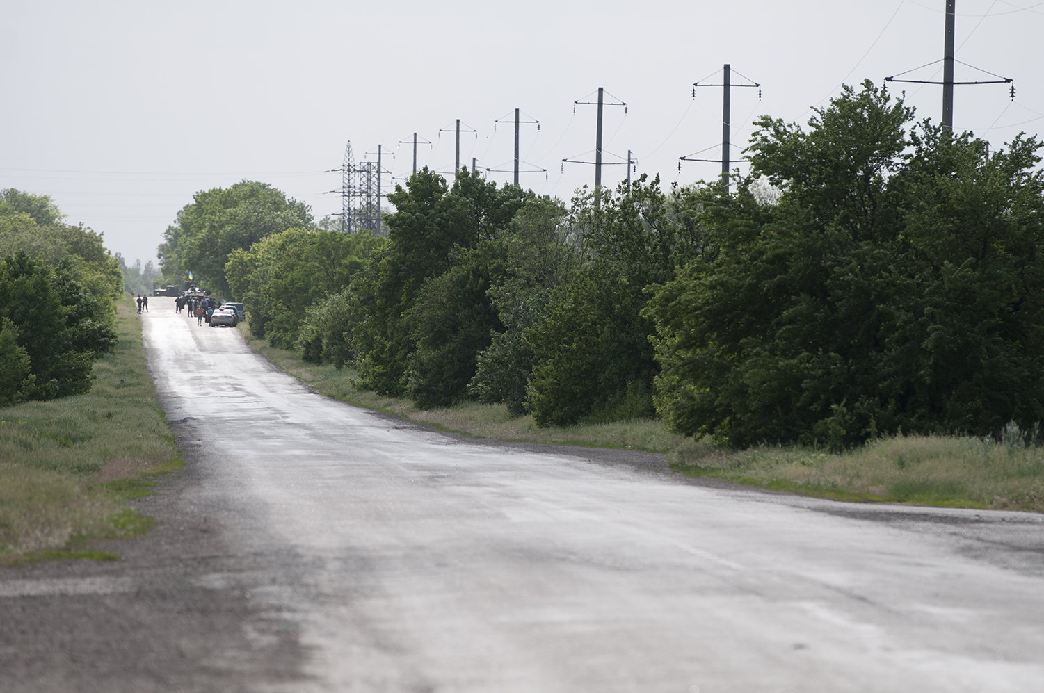 An Ukrainian Army's checkpoint near Volnovakharefusing to grand access a group of journalists
