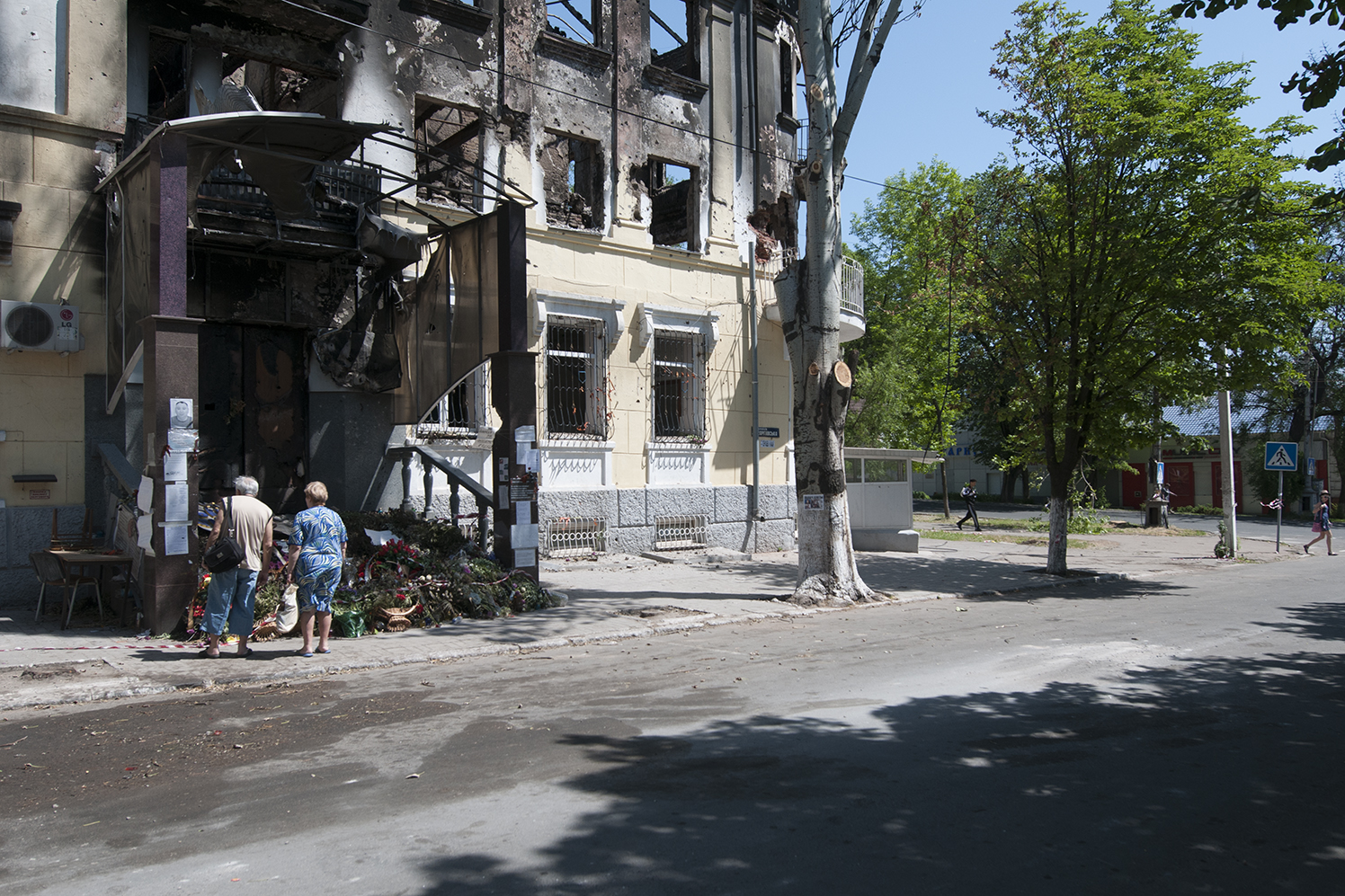 People paying their respect to the victims who die in the criminal fire that took place in the Police station of Mariupol on the 9th May 2014