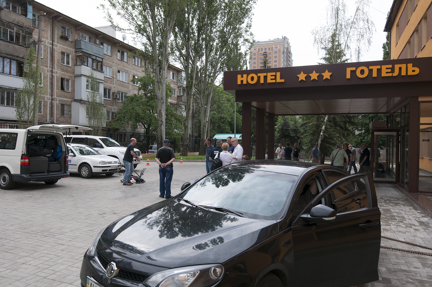 The OSCE getting ready to leave the Optima Hoteland the city of Donetsk, four members of the organisation have been reported missing since Monday evening