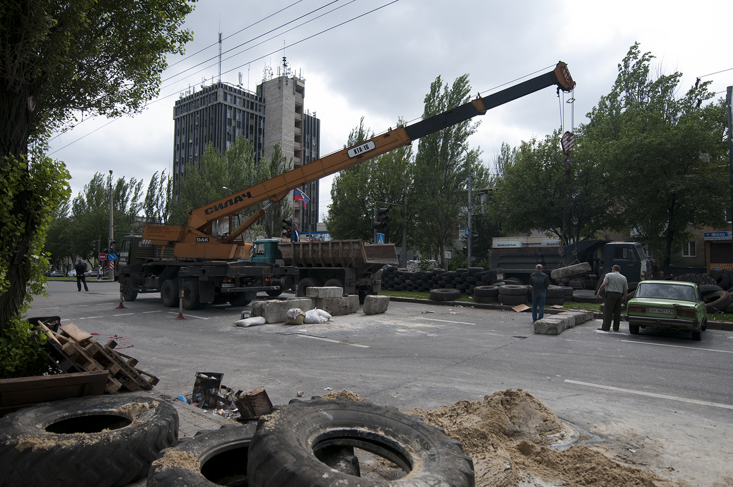Men removing the blockpost located on the road leading to the  Donetsk Sergey Prokofiev International Airport under the order of Vostok Battalion. The people in charge of this battalion decided to rebuild the blockpost away from the population and closer to the airport, to minimize the risque of civilian casualties in case of an attack.