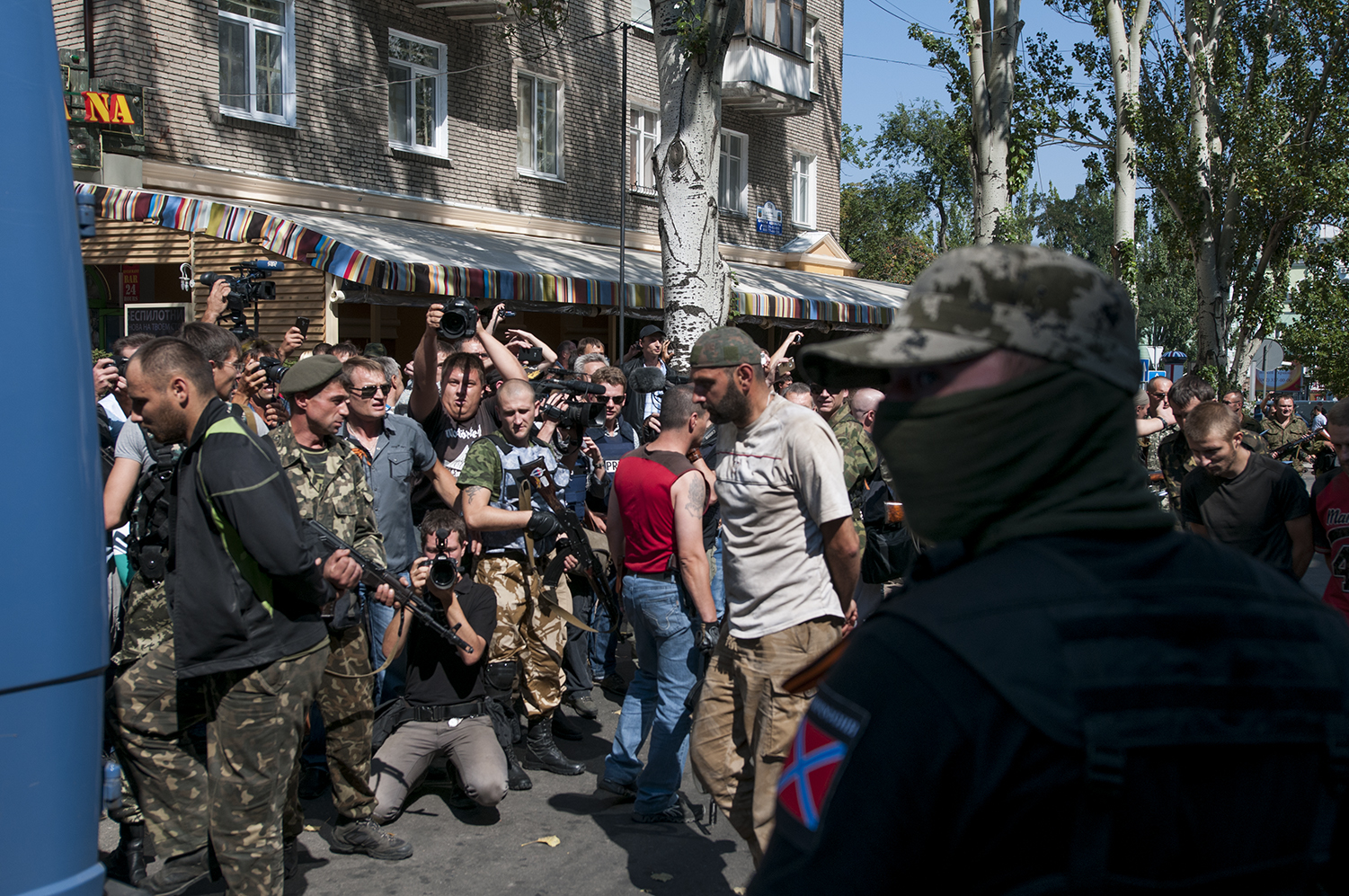 Ukrainian POW being loaded back into buses
