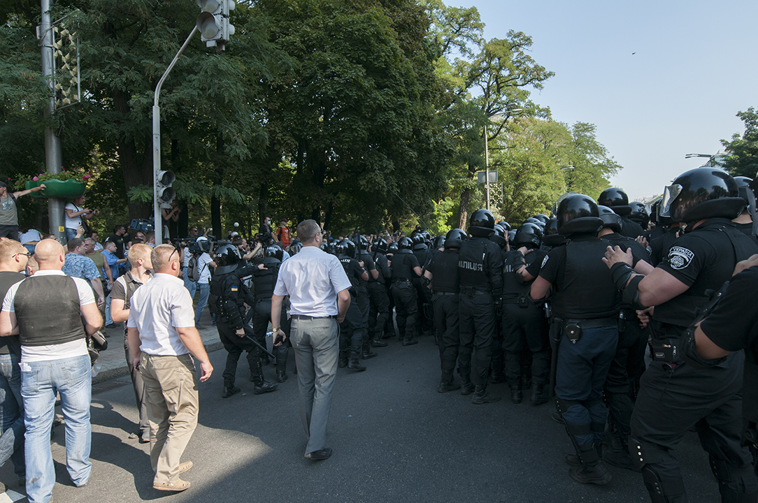 Riot Police getting on formation as a small group of protesters from Svoboda attack them on Mykhaila Нrushevs'kogo street.