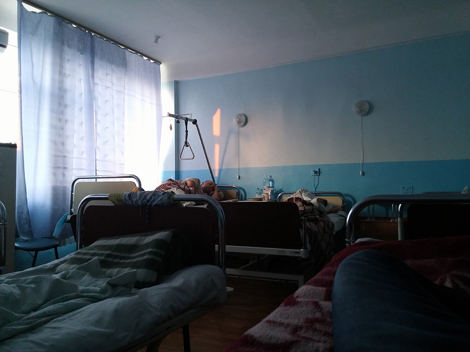 Hospital 6 beds room at 6.45am