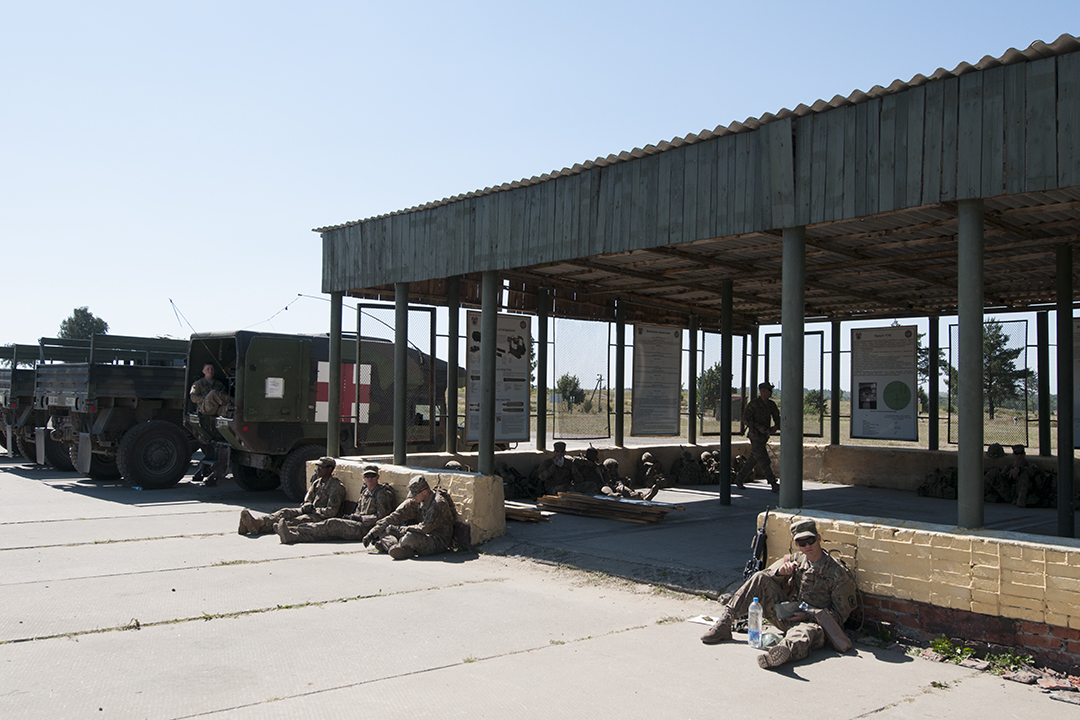 American soldiers from the 173rd Airborne Brigade eating lunch at the shooting range.