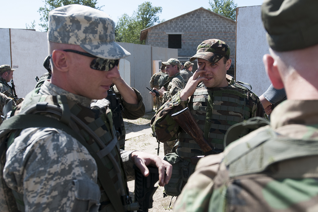 Ukrainian and American soldiers leaving the fake village at the end of the exercises.