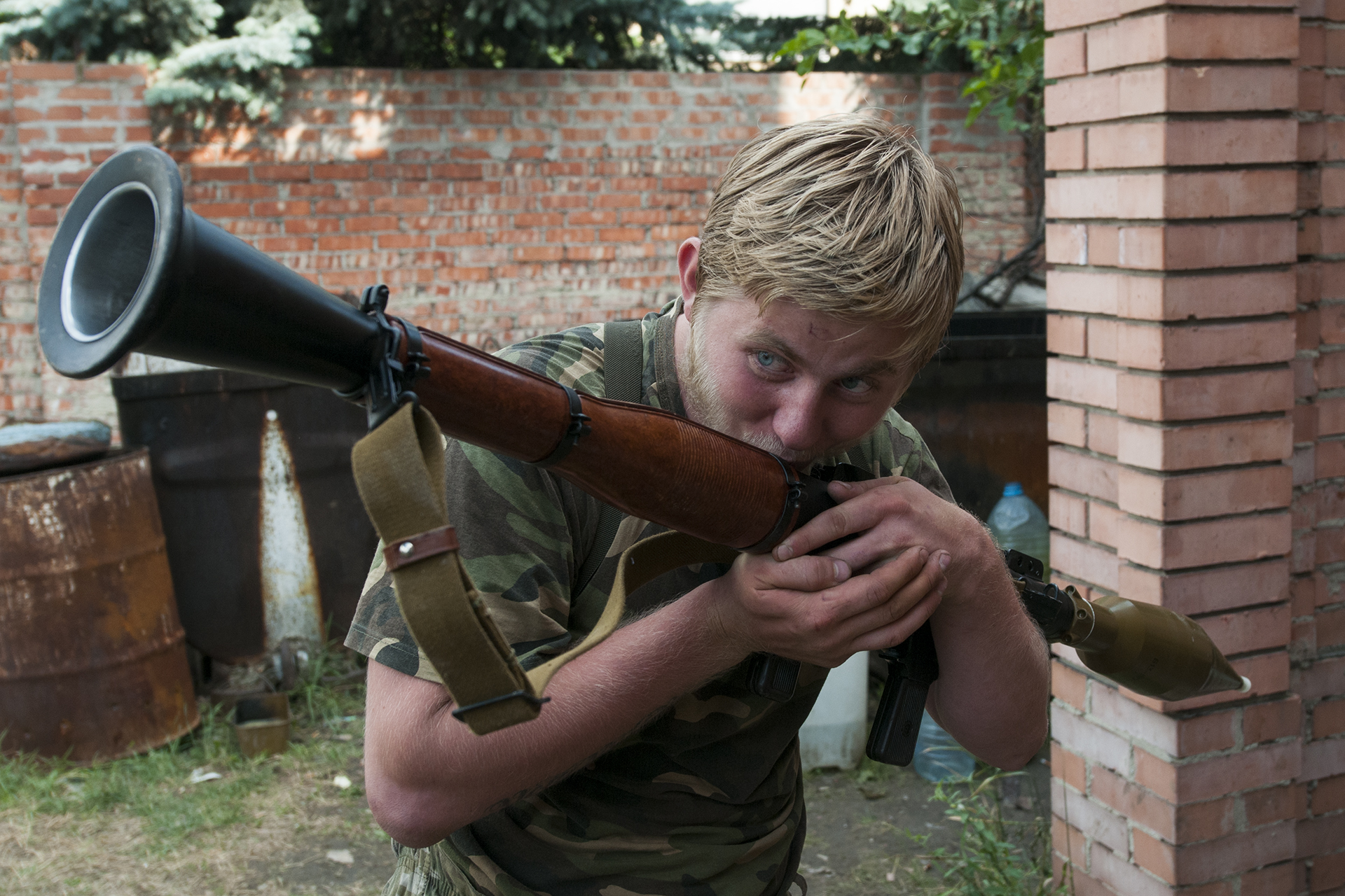 """Blondinki"", 19, kissing his RPG launcher and calling it he's girlfriend as he mess around with his comrades"
