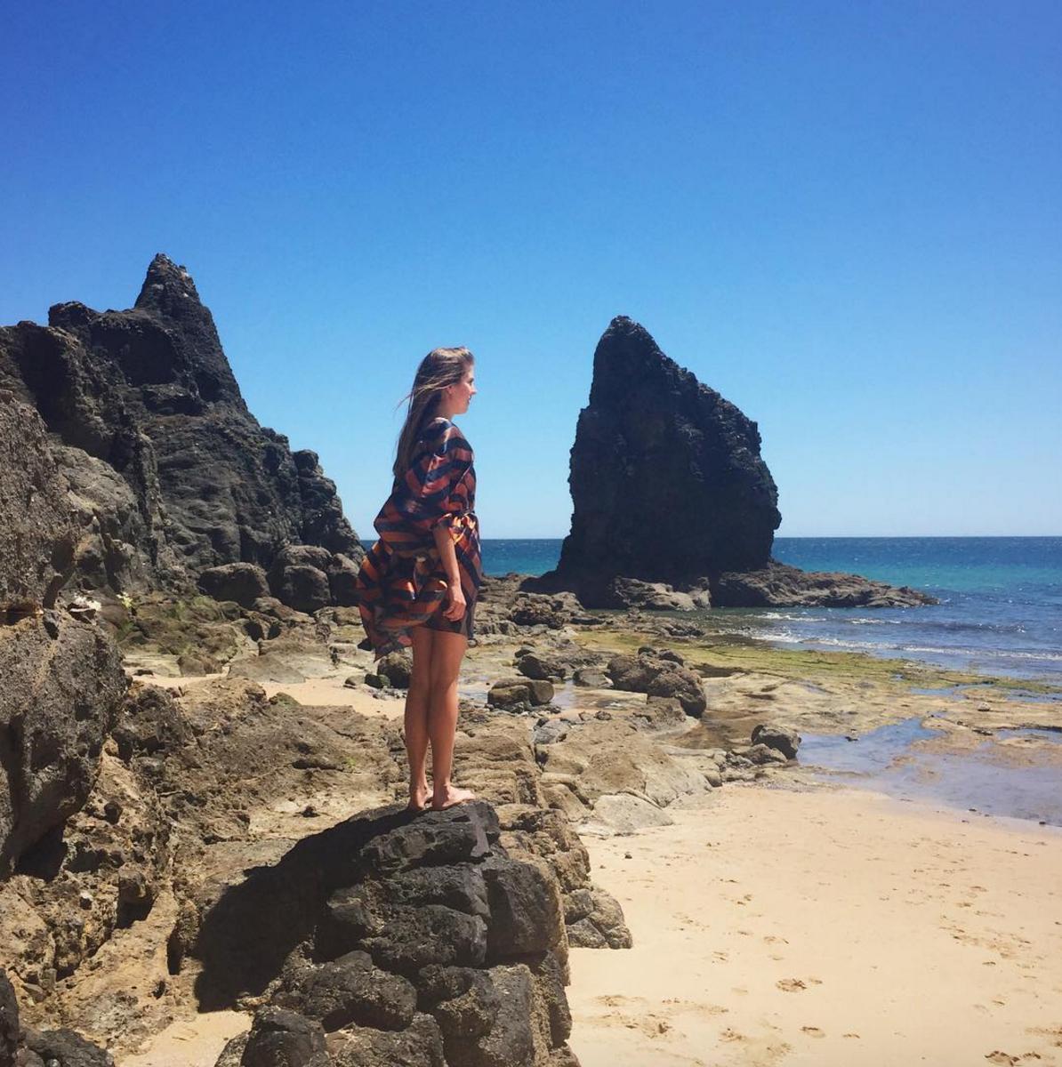 • sea sage sights: on the rocks in the sunset kaftan - praia da luz •