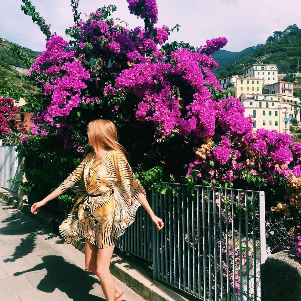 • throwback - wearing the exclusive amanyara kaftan in riomaggiore - cinque terre - italia •