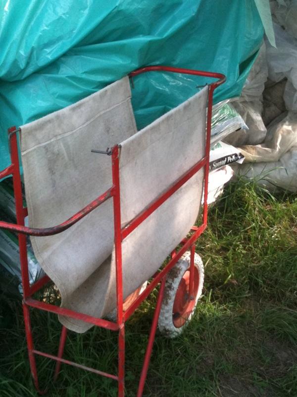 Narrow gauge harvest trolley
