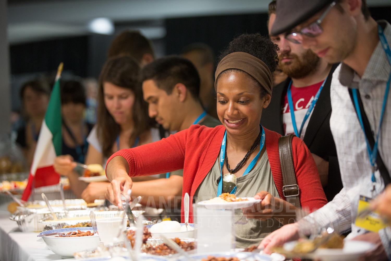 Souper gastronomique international pour les participants.