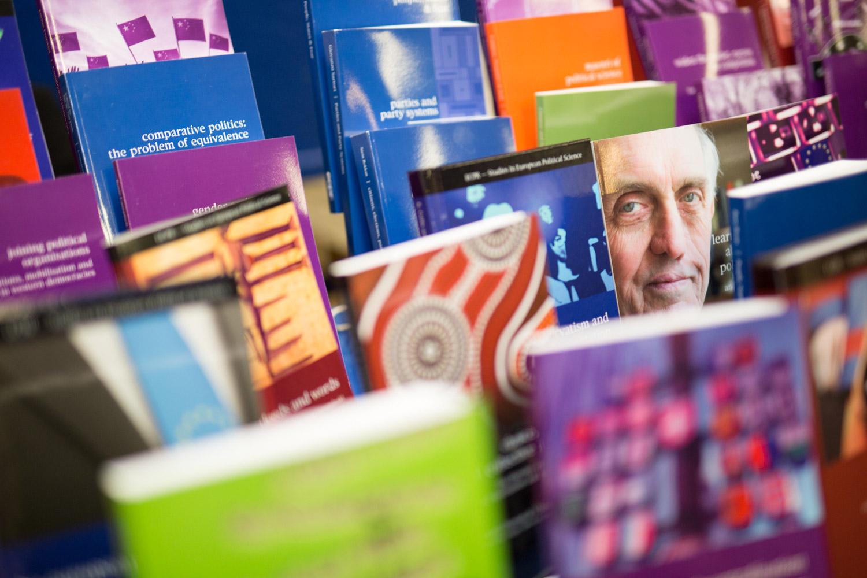 Présentoir de livres durant la conférence ECPR