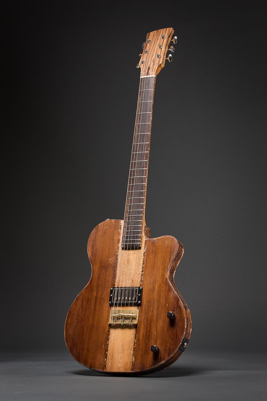 Une guitare de Gabriel Valiquette-Savoie