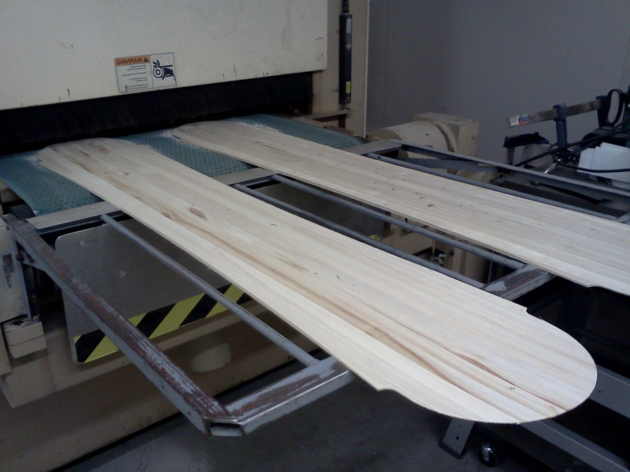 Snowboards cores out of CNC profiler