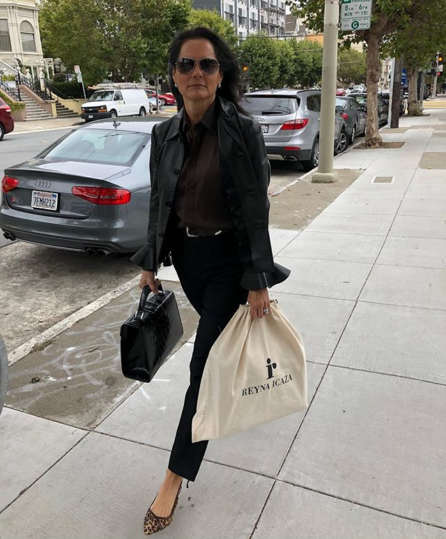 My summer wardrobe in SF❄️out delivering a bespoke 👜 ❣️#bespokestyle #bespokedesign #mystyle #handbags #luxuryhandbag #womensfashion #madetoorder