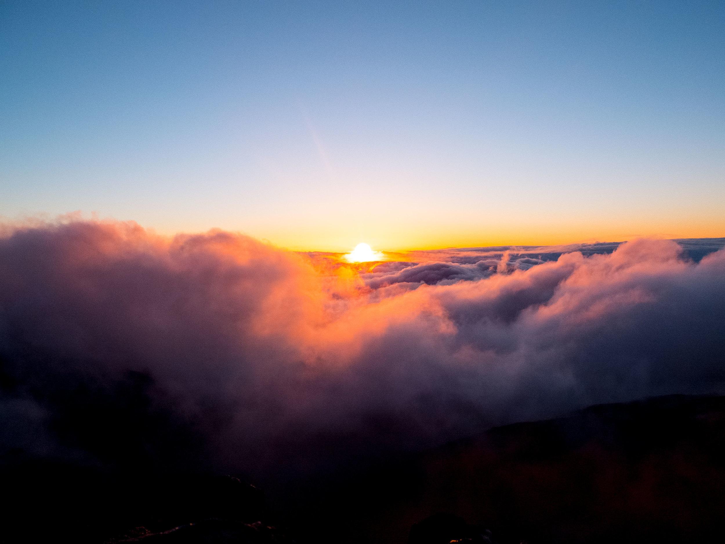 Lucky-We-Live-Hawaii-Haleakala-Sunrise