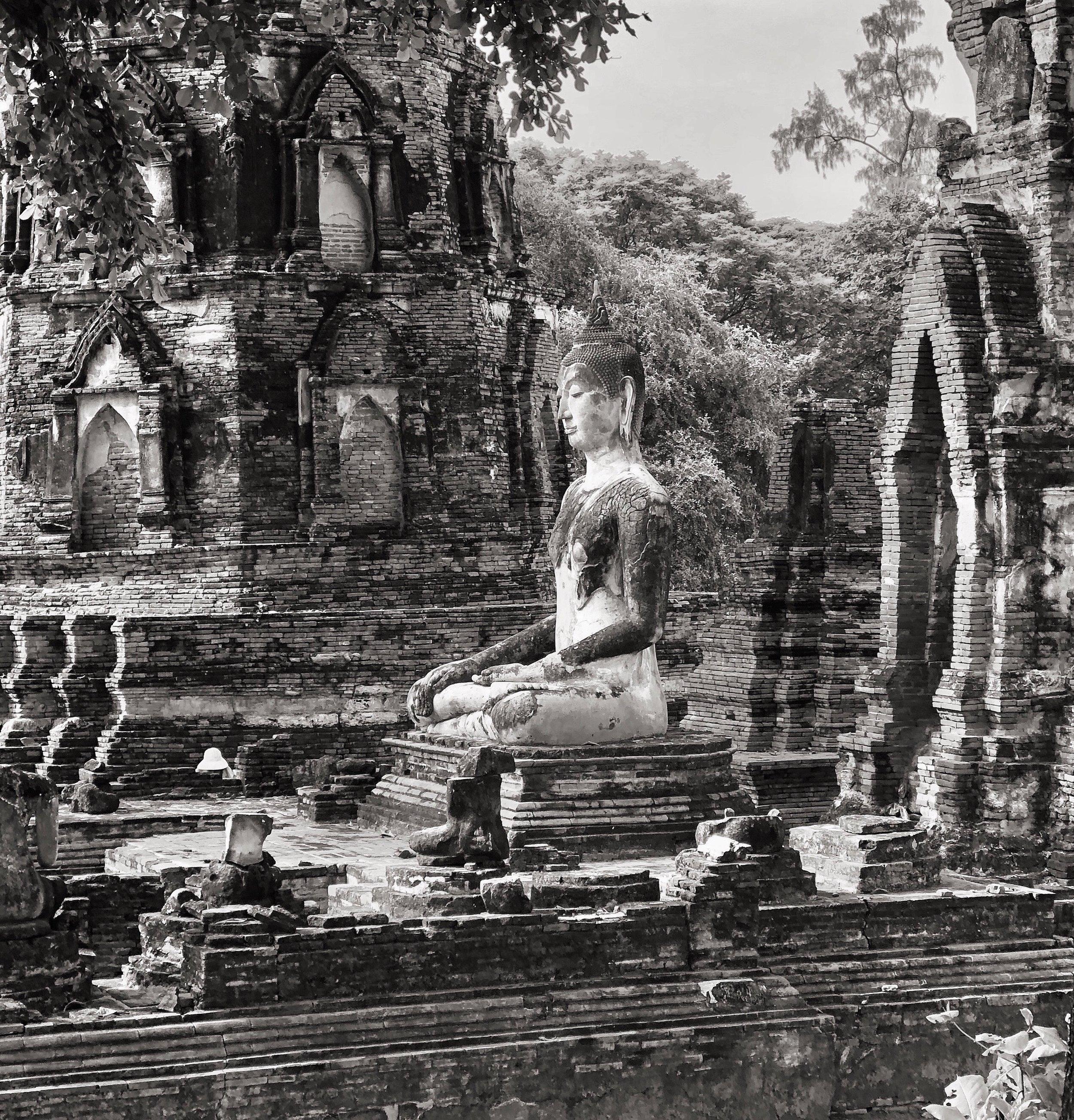 An intact Buddha at Wat Mahathat