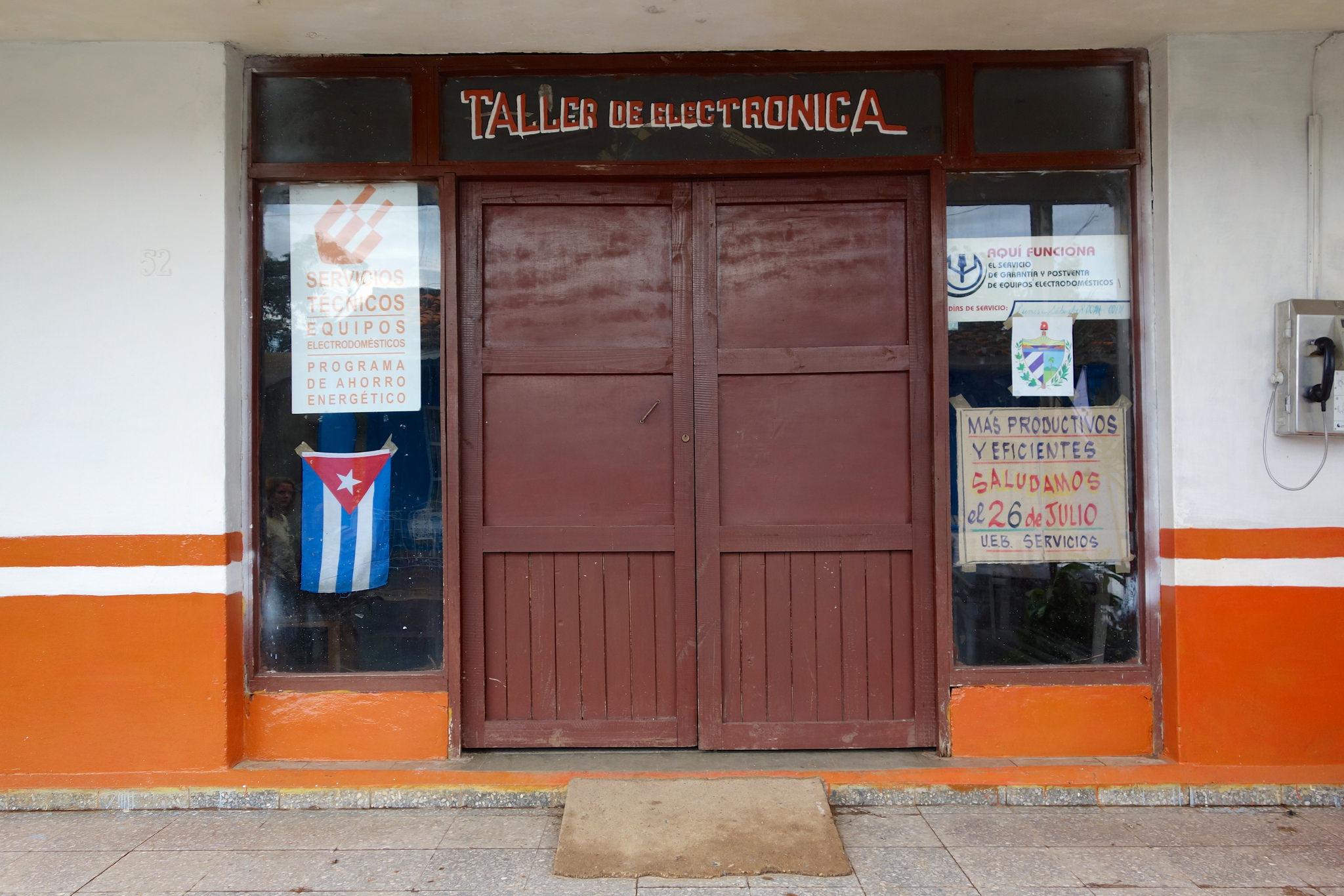 Electronic shop in Viñales.