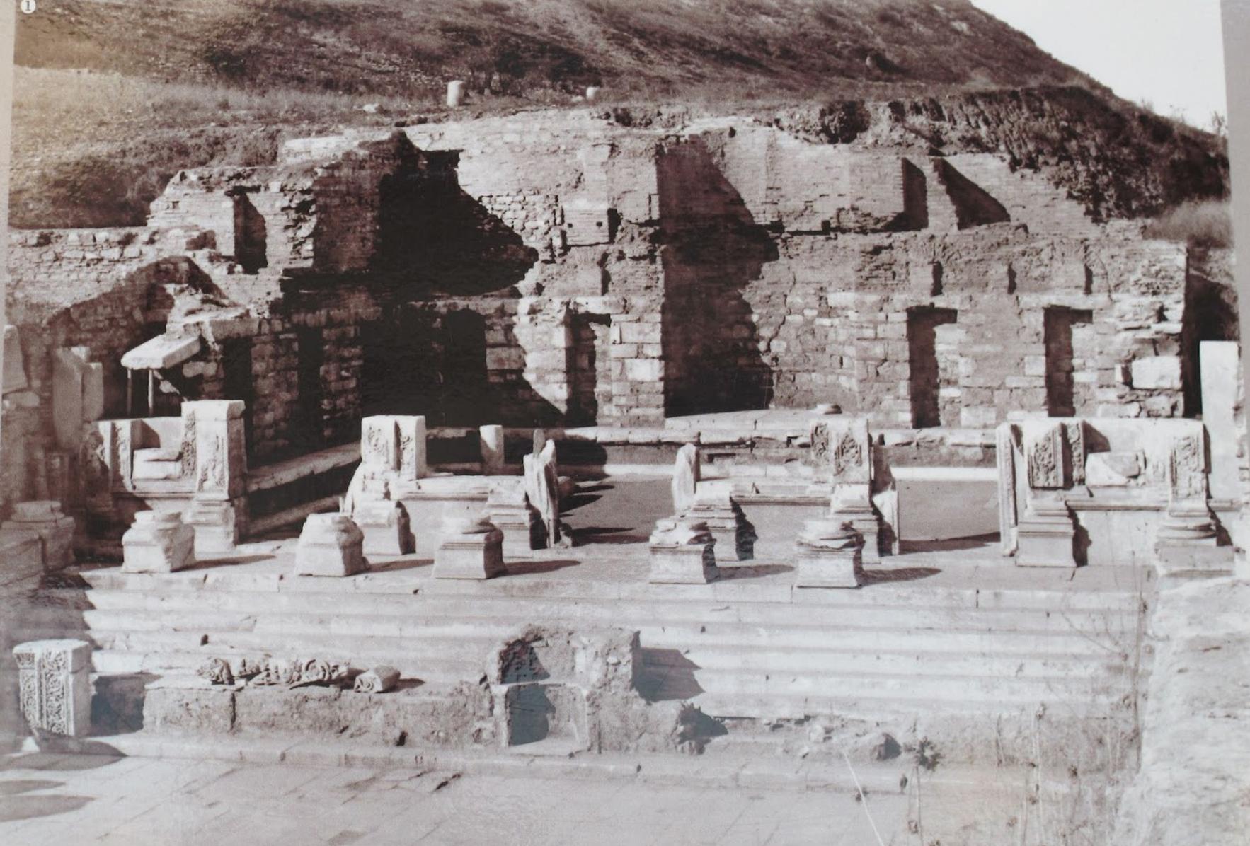 2 celsus ruins.jpg