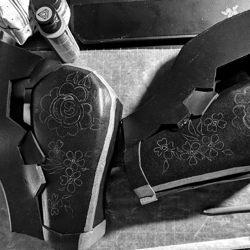 10. Hand-drawing flower outlines with white charcoal