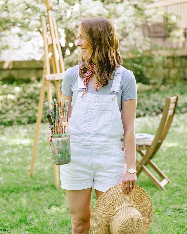 Welp, grab your straw hat, garden boots and the one you love most (aka that sweet momma of yours) because I'm hosting a special en plein air (outdoor) workshop at the BEAUTIFUL @whitehall_house_gardens on the morning of Sunday, June 2nd. Ahhhh! Talk about the most perfect subject. ⠀⠀⠀⠀⠀⠀⠀⠀⠀ THE DETAILS ⠀⠀⠀⠀⠀⠀⠀⠀⠀ Come earn your summer freckles while learning to paint gorgeous garden scenes and blooms! Link to save your spot in profile (space is limited). ⠀⠀⠀⠀⠀⠀⠀⠀⠀ WHEN: Sunday, June 2nd from 10AM - 2PM (4 hours)+ WHERE: Historic Whitehall House & Gardens, 3110 Lexington Rd, Louisville, KY 40206 ⠀⠀⠀⠀⠀⠀⠀⠀⠀ Here's what you can expect... ⠀⠀⠀⠀⠀⠀⠀⠀⠀ To be welcomed upon arrival by a smiling face (yup, that's me!) and immediately introduced to other workshop attendees. It's nice to make friends! ⠀⠀⠀⠀⠀⠀⠀⠀⠀ To enjoy Heine Brother's iced coffee and treats before the workshop begins ⠀⠀⠀⠀⠀⠀⠀⠀⠀ To have all materials (art boards, aprons, canvas paper, acrylic paints, brushes, etc.) completely provided ⠀⠀⠀⠀⠀⠀⠀⠀⠀ To learn to paint beautiful garden scenes and blooms with an abstract approach (completely guided) ⠀⠀⠀⠀⠀⠀⠀⠀⠀ To be encouraged and championed no matter your experience level ⠀⠀⠀⠀⠀⠀⠀⠀⠀ To leave the workshop with an original piece of artwork on canvas paper - perfect for gifting or for your home. ⠀⠀⠀⠀⠀⠀⠀⠀⠀ Can you tell that I'm extra excited about this one?! I would LOVE to have you join! ⠀⠀⠀⠀⠀⠀⠀⠀⠀ I'm super passionate about hosting workshops because I truly believe that learning new things and practicing creativity allows us to live our largest, most full lives. ⠀⠀⠀⠀⠀⠀⠀⠀⠀ Wanna join?!? Link to save your spot in my profile... Space is limited!
