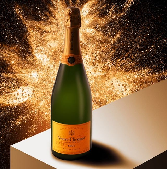 Getting pumped for the New Year! #productphotography #productphotographer #productstyling #instudio #studiophotography #commercialphotography #losangeles #losangelesphotographer #creativephotography #champagne #drinkphotography #happytuesday!