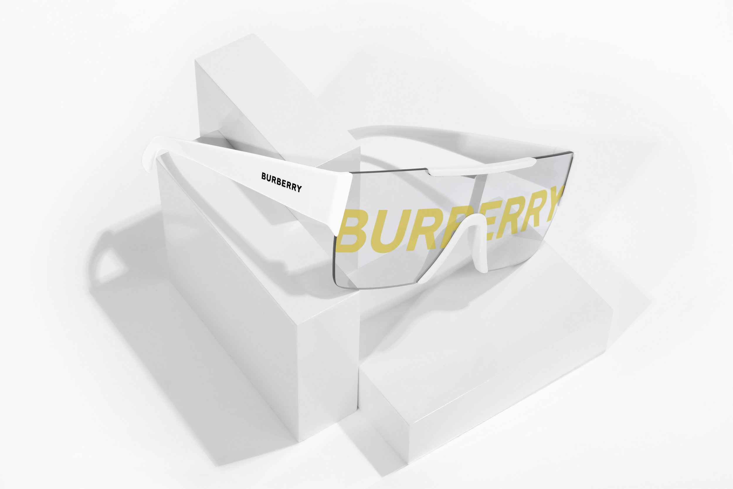 Sunglass-Burberry-2-web.jpg