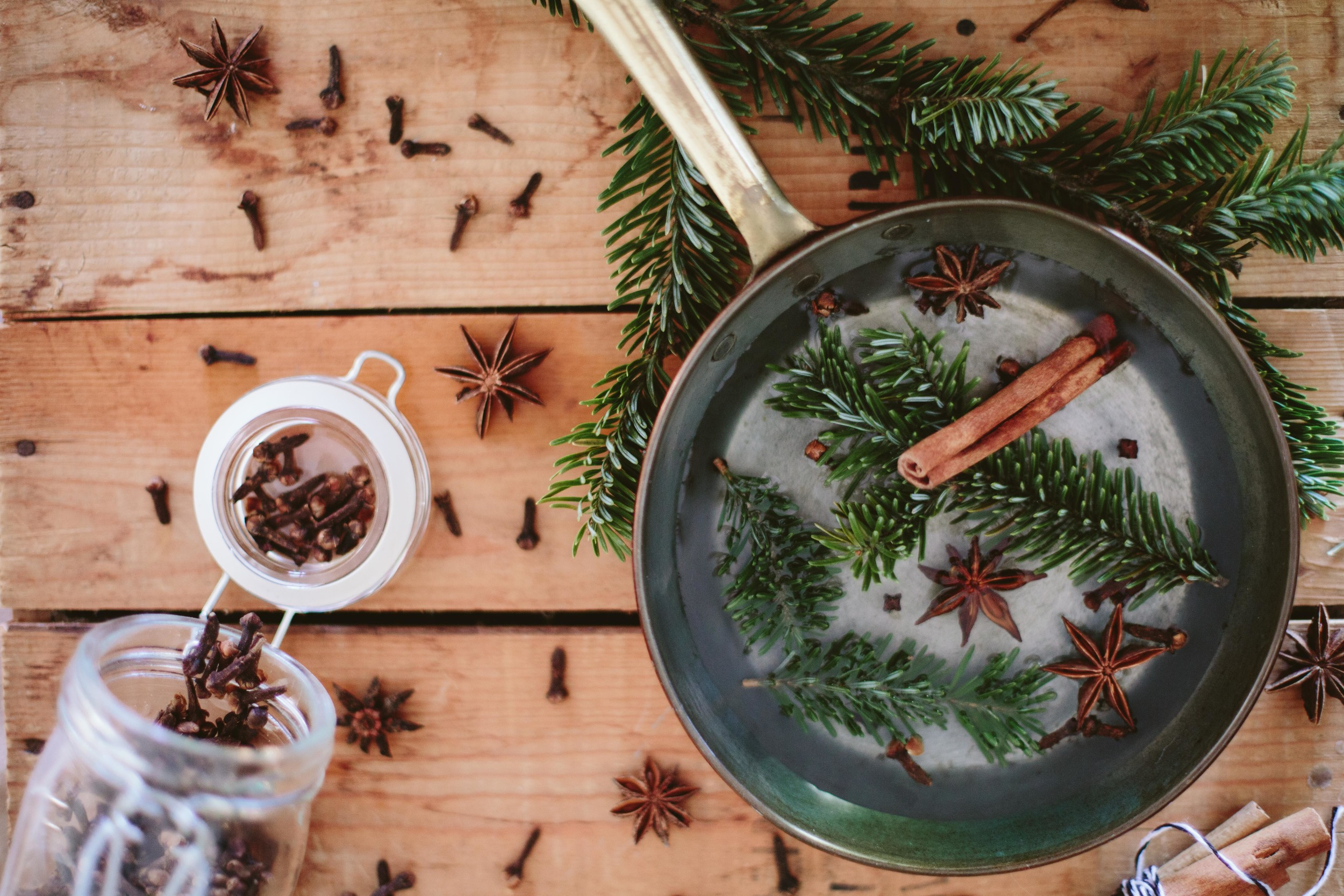 A TABLE TOP CHRISTMAS // THE SMELLS OF WINTER SOLSTICE BY THE ETERNAL CHILD
