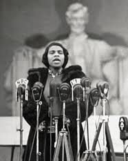 Sun, 1939-04-09, Marian Anderson sang before a (then) record crowd and radio audience on the steps of the Lincoln Memorial. Courtesy of the African-American Registry -- http://www.aaregistry.org/