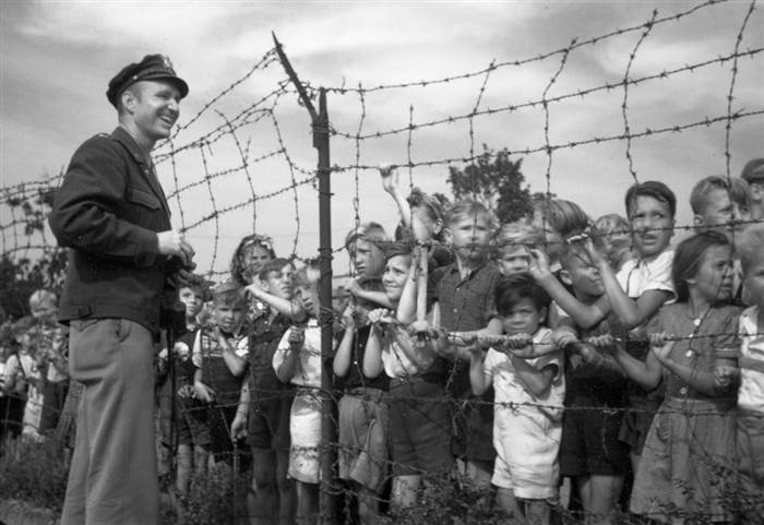 2D10762199-CB4_hal_with_kids_at_fence.today-inline-large.jpg