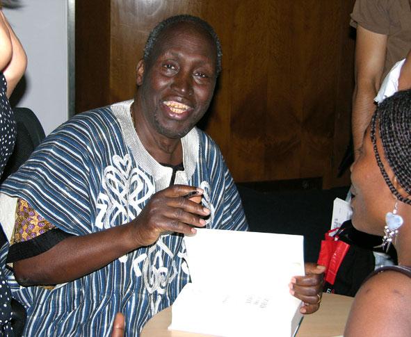 Ngũgĩ_wa_Thiong'o_(signing_autographs_in_London).jpg