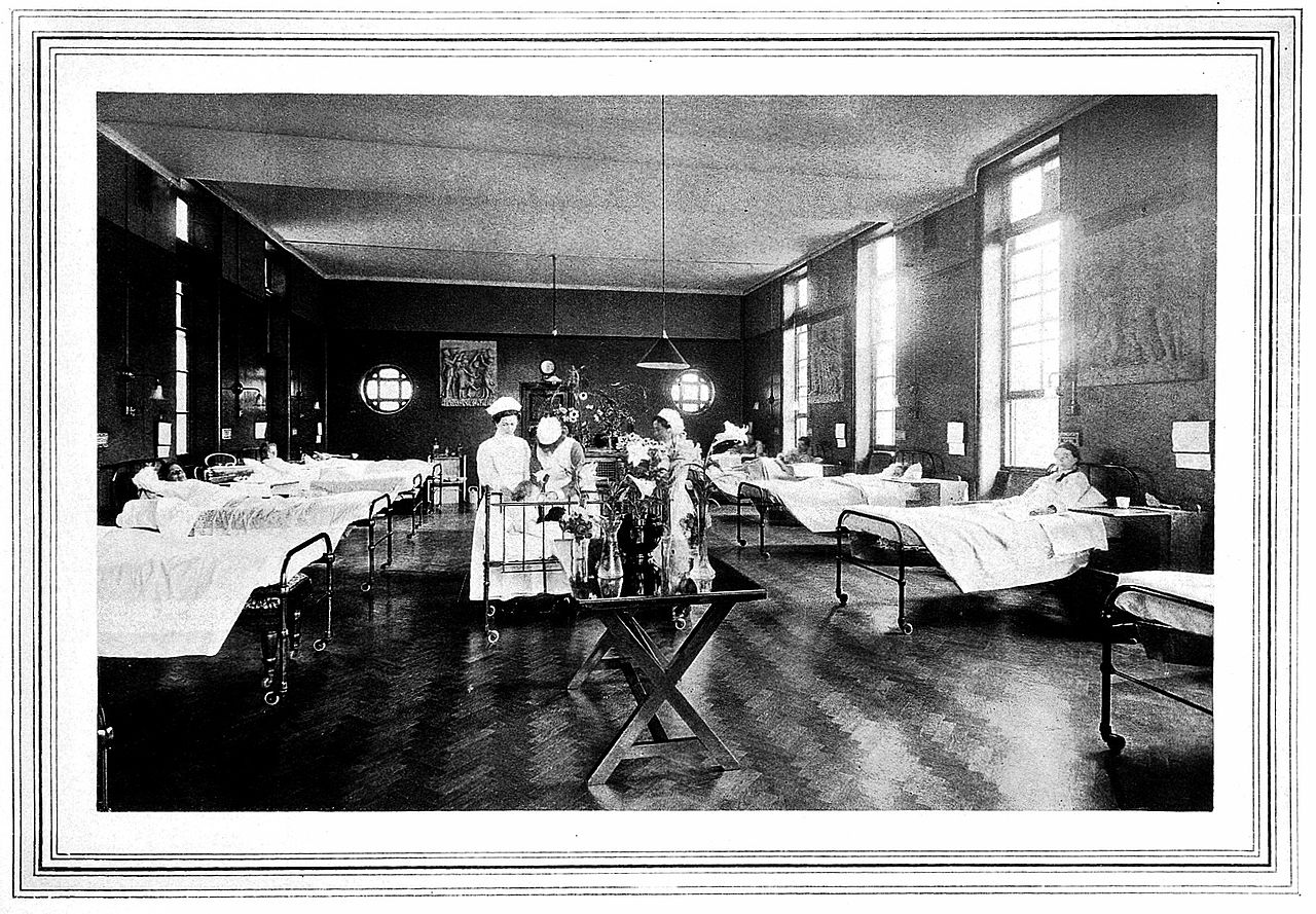 1280px-Front_surgical_ward,_New_Hospital_for_Women,_London_Wellcome_L0019503.jpg
