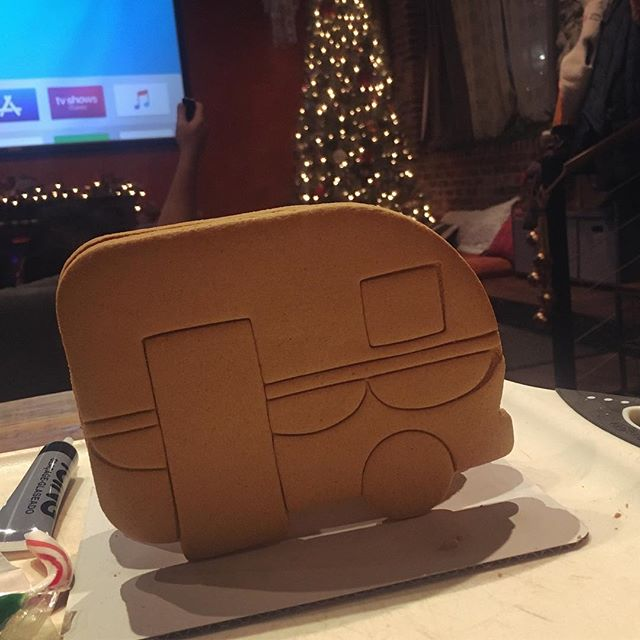 Vintage Camper Gingerbread House!  #wilton #gingerbreadhouse #camper #thetinmango #merrychristmas