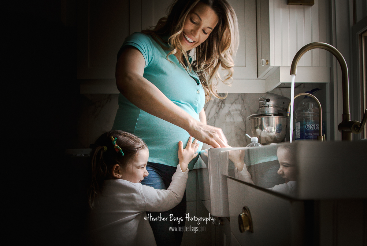 EAGER FOR BABY BROTHER   To view this gallery click here:   https://heatherbaysphotography.shootproof.com/gallery/6433814