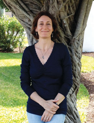 Sibel Ozer is a licensed professional counselor and board-certified art therapist currently in private practice at The Parkway Center in Ann Arbor. Sibel contributed an essay on art therapy for our January through April 2014 issue, which you can read    here.